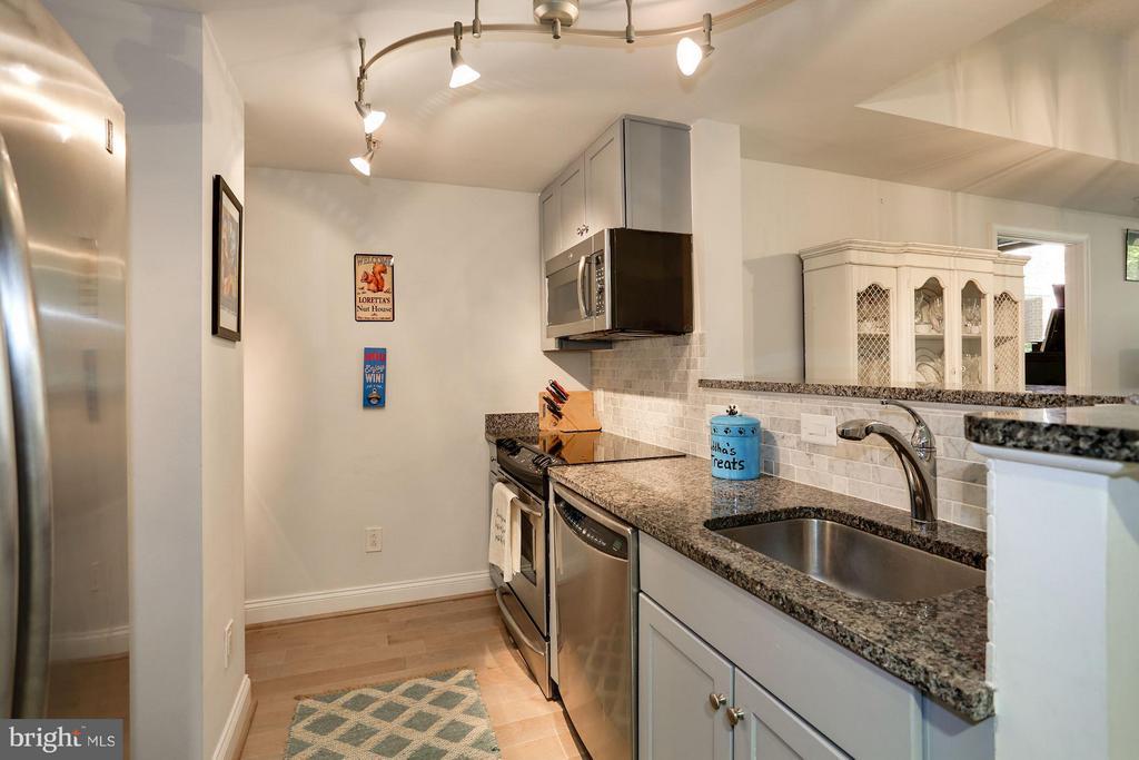Open Kitchen - 1020 N HIGHLAND ST #222, ARLINGTON