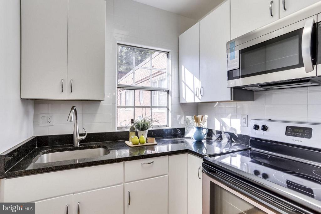 Kitchen - 1924 RHODES ST #85, ARLINGTON