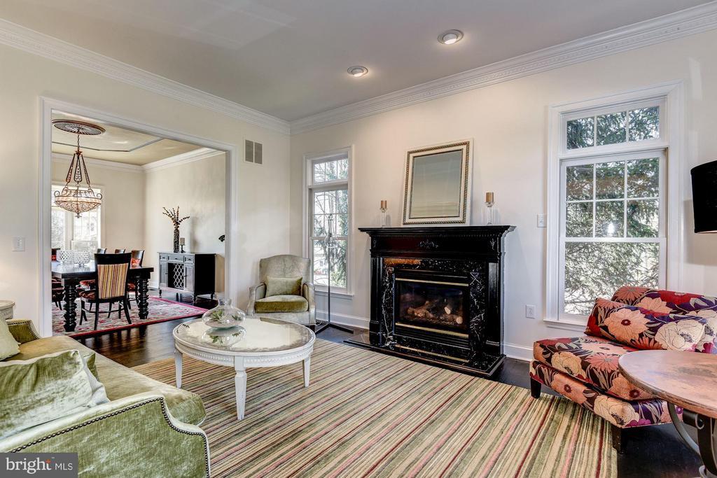 Living Room - 7730 GREENTREE RD, BETHESDA