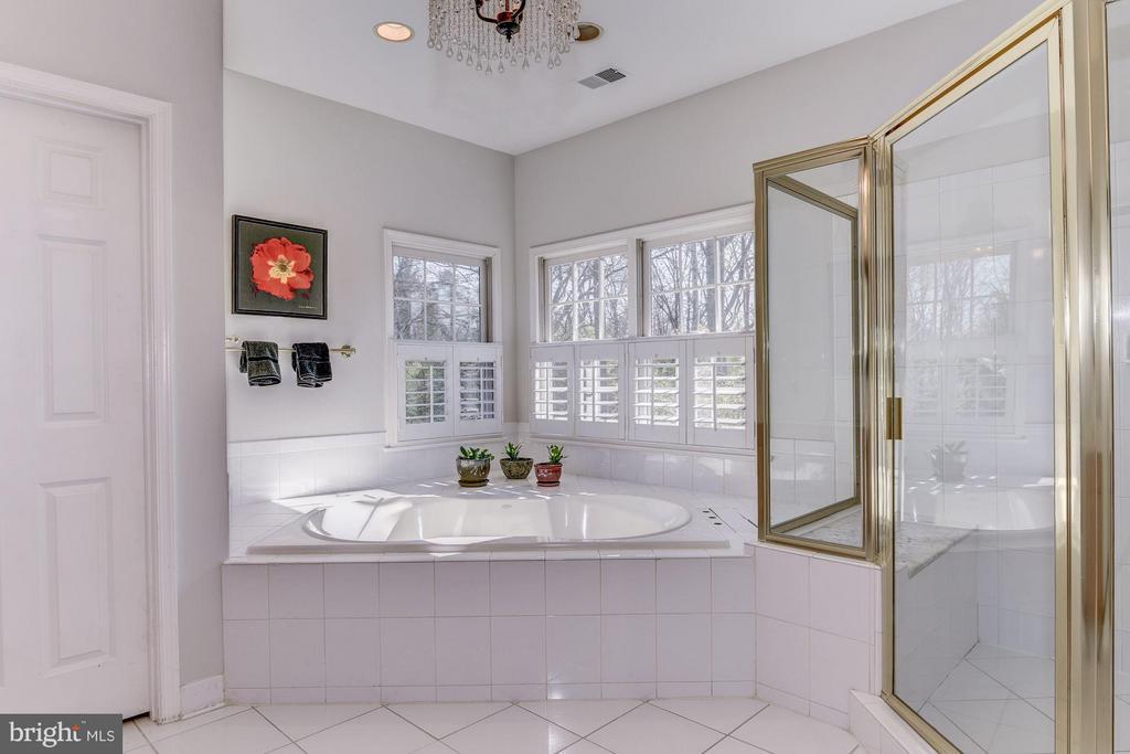 Bath (Master) - 7730 GREENTREE RD, BETHESDA
