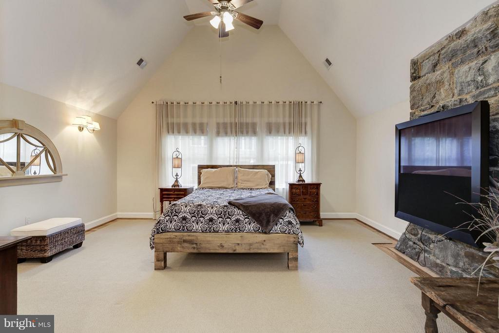 Bedroom (Master) Bang and Olefson system - 4949 SHERIER PL NW, WASHINGTON