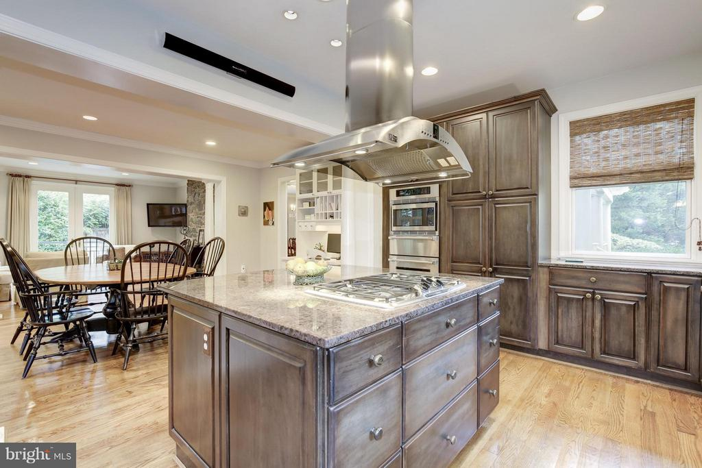 Gourmet appliances, fabulous lifestyle set up - 4949 SHERIER PL NW, WASHINGTON
