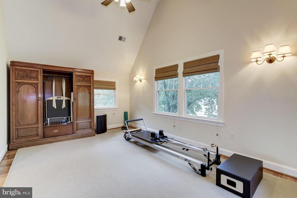 Huge area for exercise, office off MBR - 4949 SHERIER PL NW, WASHINGTON