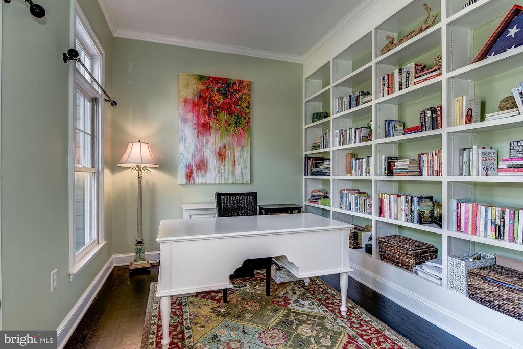 Office/Library - 7730 GREENTREE RD, BETHESDA