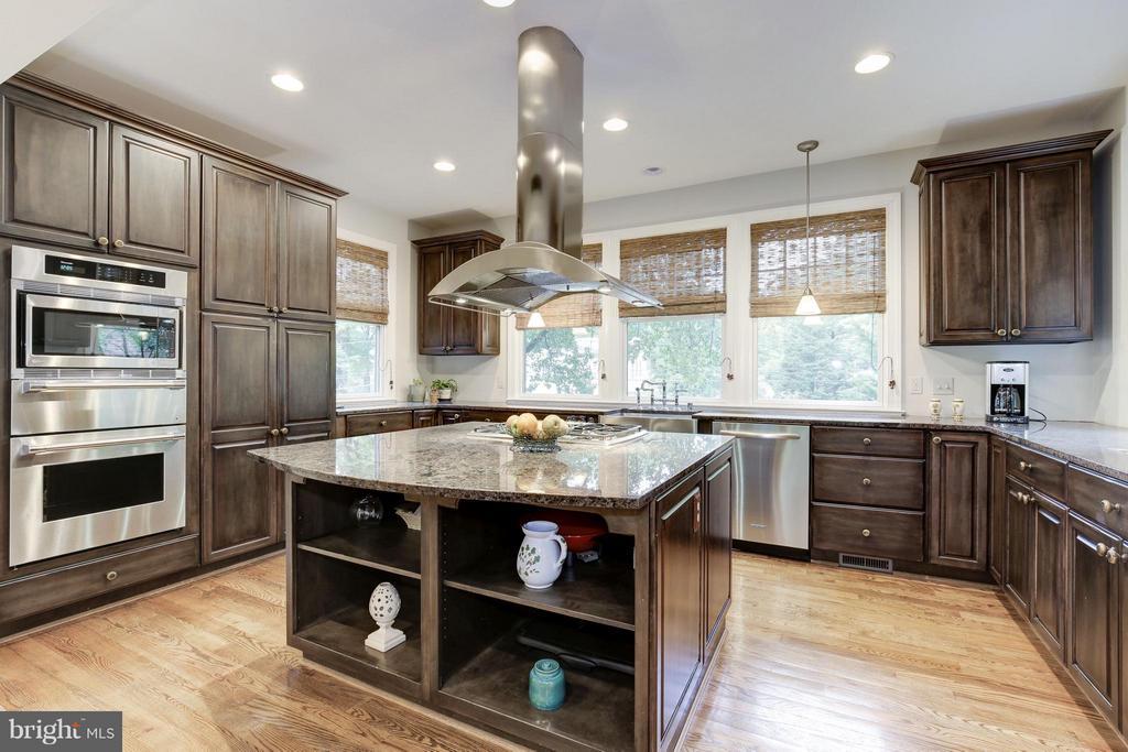 Updated kitchen with island - 4949 SHERIER PL NW, WASHINGTON