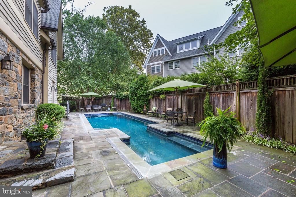 Gorgeous back patio, 43 foot long pool - 4949 SHERIER PL NW, WASHINGTON
