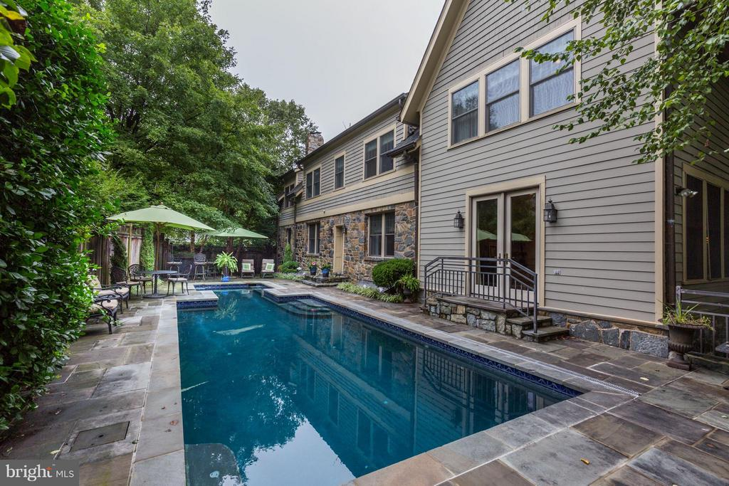 43-foot length pool with deep-end - 4949 SHERIER PL NW, WASHINGTON