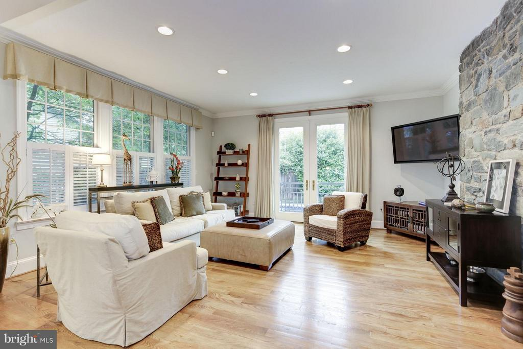 Huge Family Room with fireplace right off pool - 4949 SHERIER PL NW, WASHINGTON