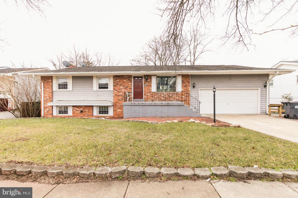 Exterior (Front) - 46741 WINCHESTER DR, STERLING