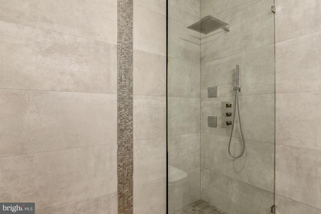 Frameless Glass Shower - 915 FRENCH ST NW, WASHINGTON