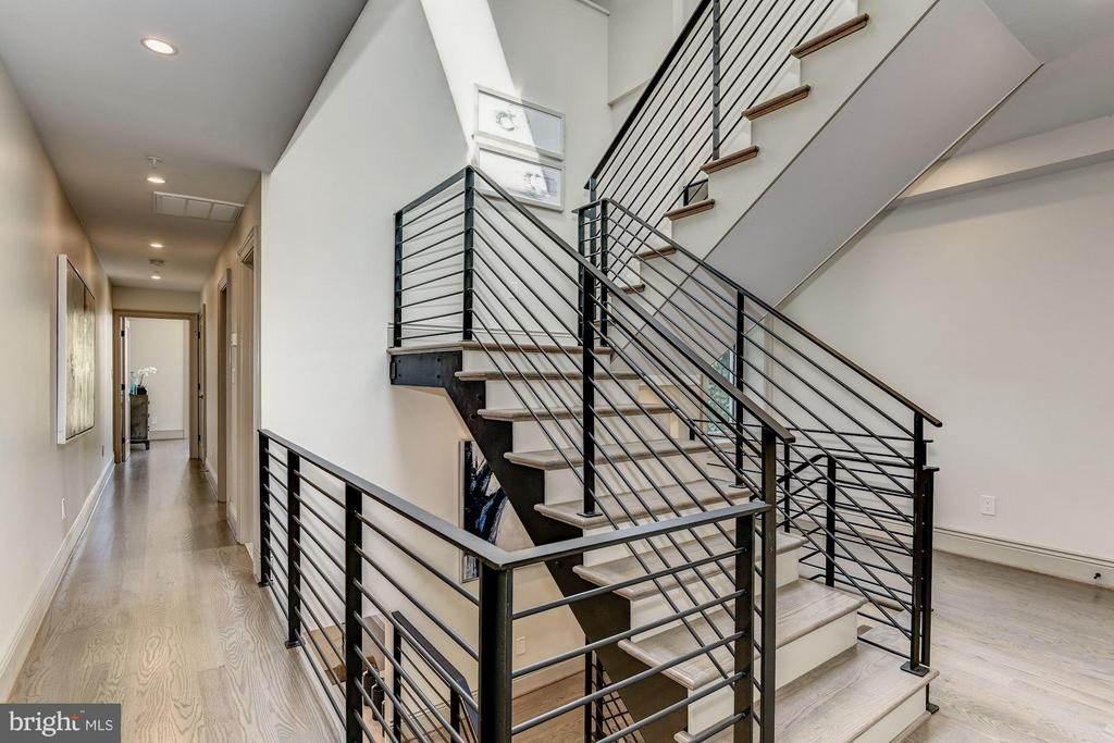 Open Staircase - 915 FRENCH ST NW, WASHINGTON