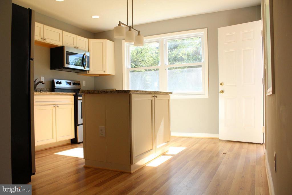 Kitchen - 302 BURBANK ST SE, WASHINGTON