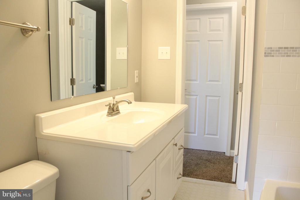 Bath (Master) - 302 BURBANK ST SE, WASHINGTON