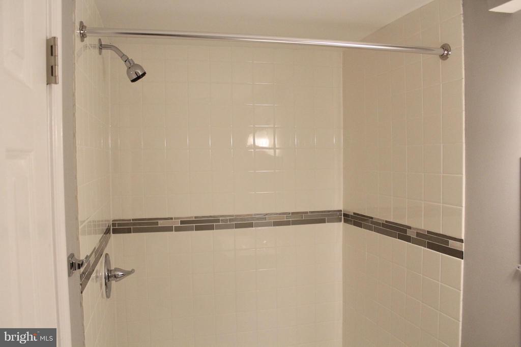 Bath - 302 BURBANK ST SE, WASHINGTON