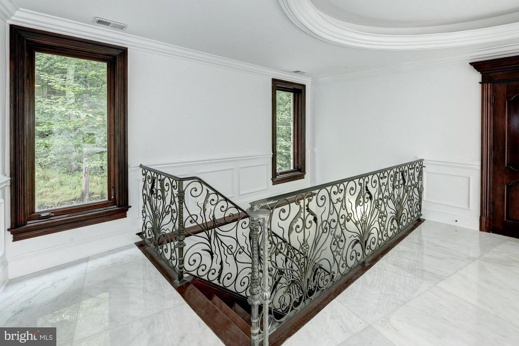 Staircase to 2nd Lower Level (Walk-out Level) - 612 RIVERCREST DR, MCLEAN