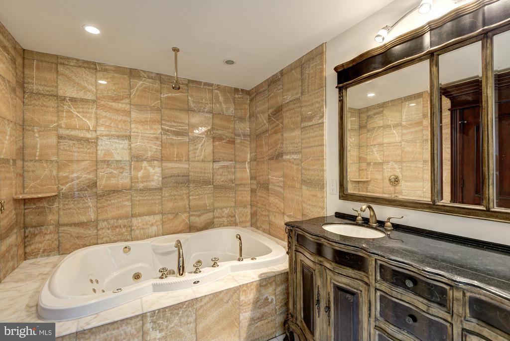 Bath for Bedroom #4 - 612 RIVERCREST DR, MCLEAN