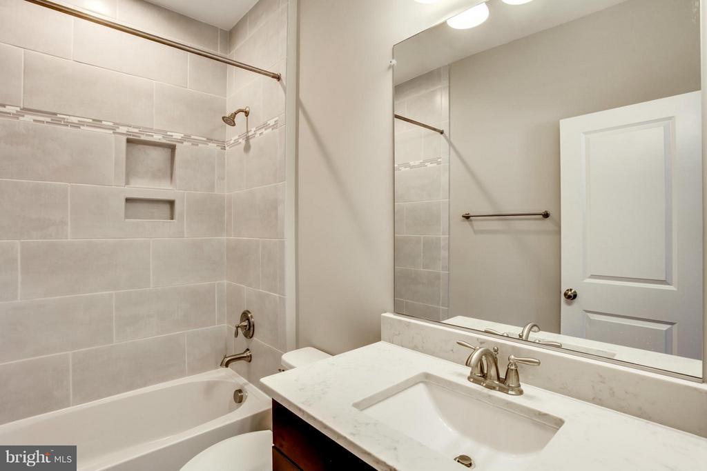 Bath - 10718 SPRUCE ST, FAIRFAX