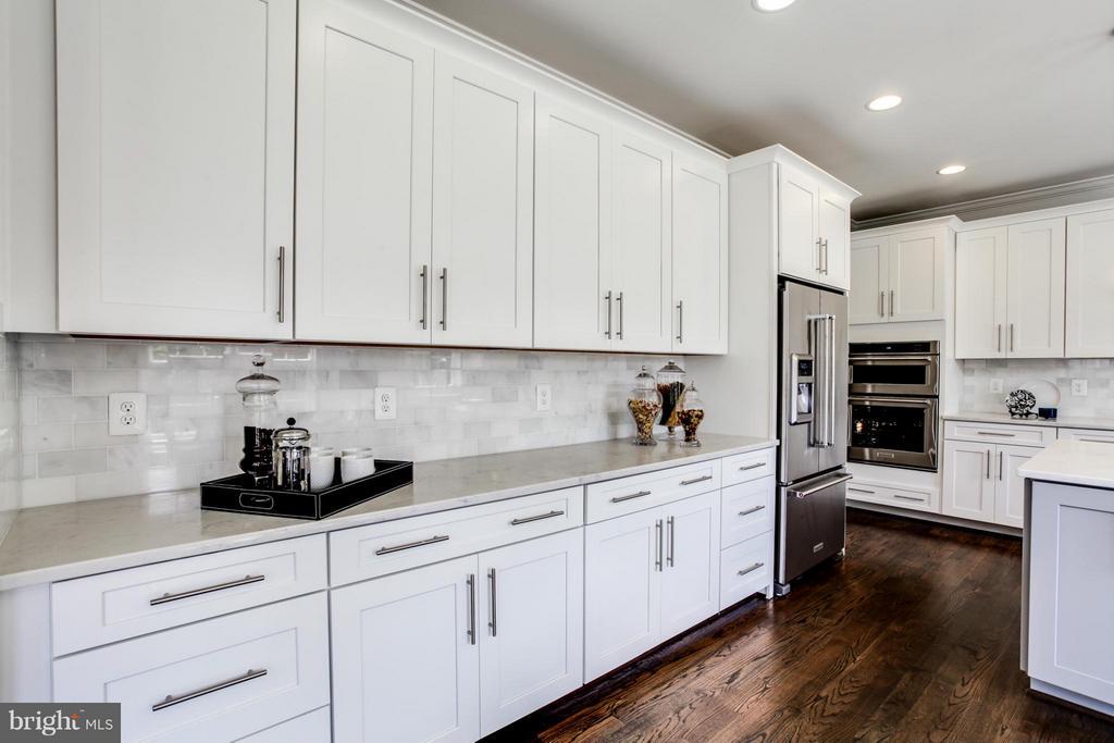 Kitchen - 10718 SPRUCE ST, FAIRFAX