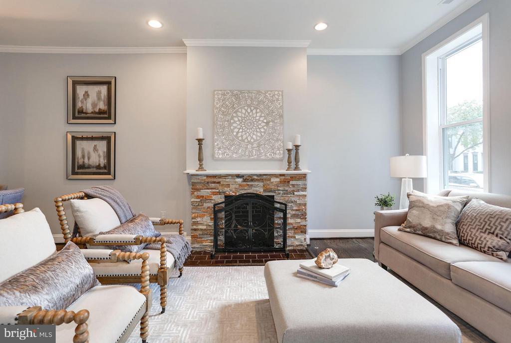 Stunning living room with stone fireplace - 915 9TH ST NE, WASHINGTON