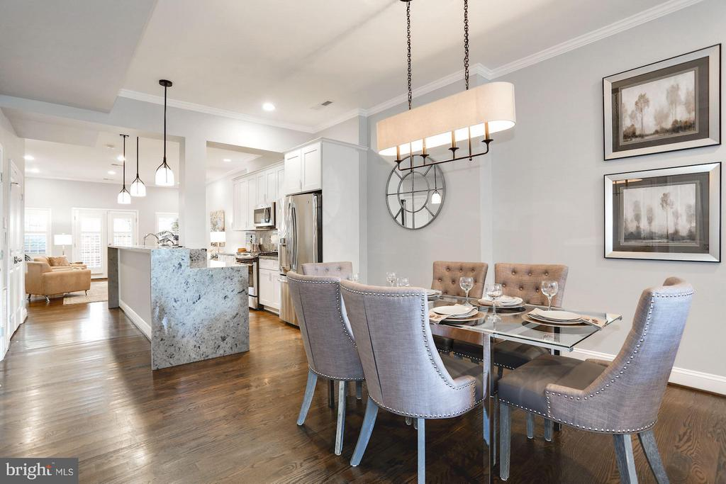Great flow from kitchen to dining area - 915 9TH ST NE, WASHINGTON
