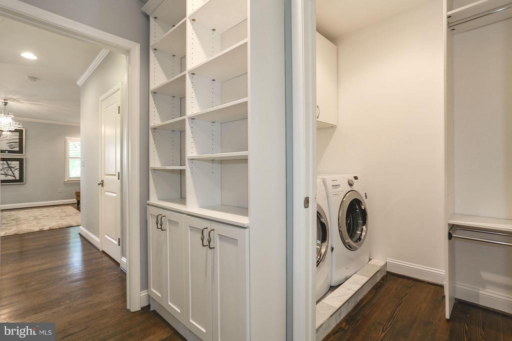 Laundry room with additional room for storage - 915 9TH ST NE, WASHINGTON