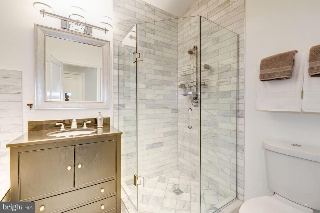 Graceful master bathroom with seamless glass - 915 9TH ST NE, WASHINGTON