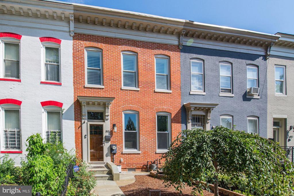 Terrific historic brick row home - 915 9TH ST NE, WASHINGTON