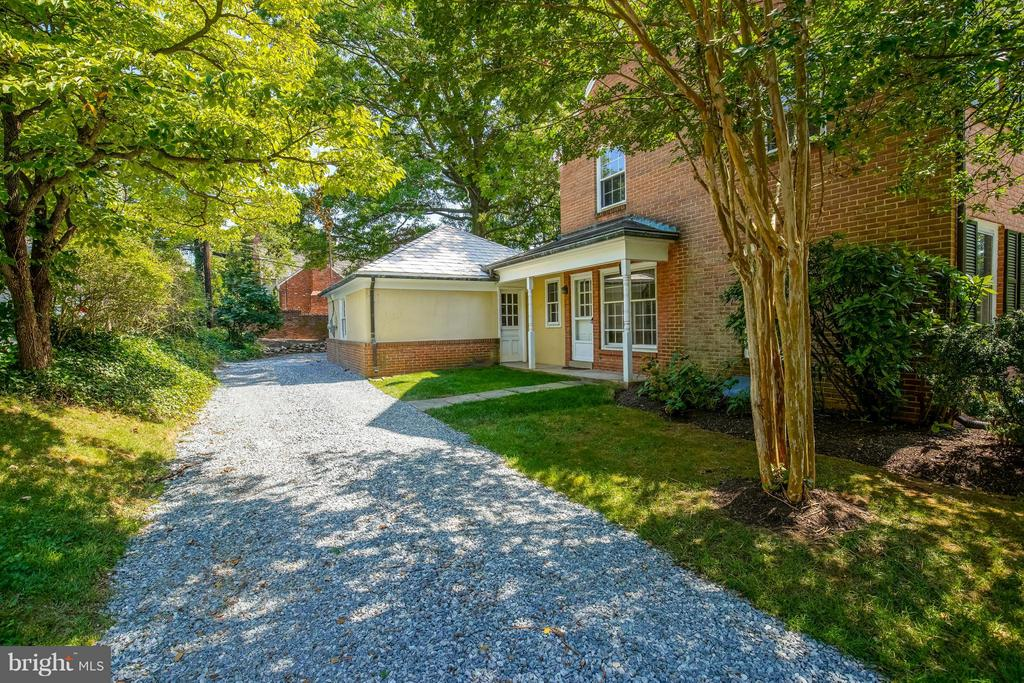 Side Entrance w/Access to Kitchen - 11101 ARDWICK DR, NORTH BETHESDA