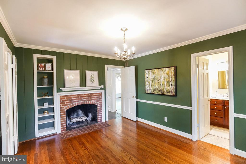 Inviting Den w/Access to Powder Room - 11101 ARDWICK DR, NORTH BETHESDA