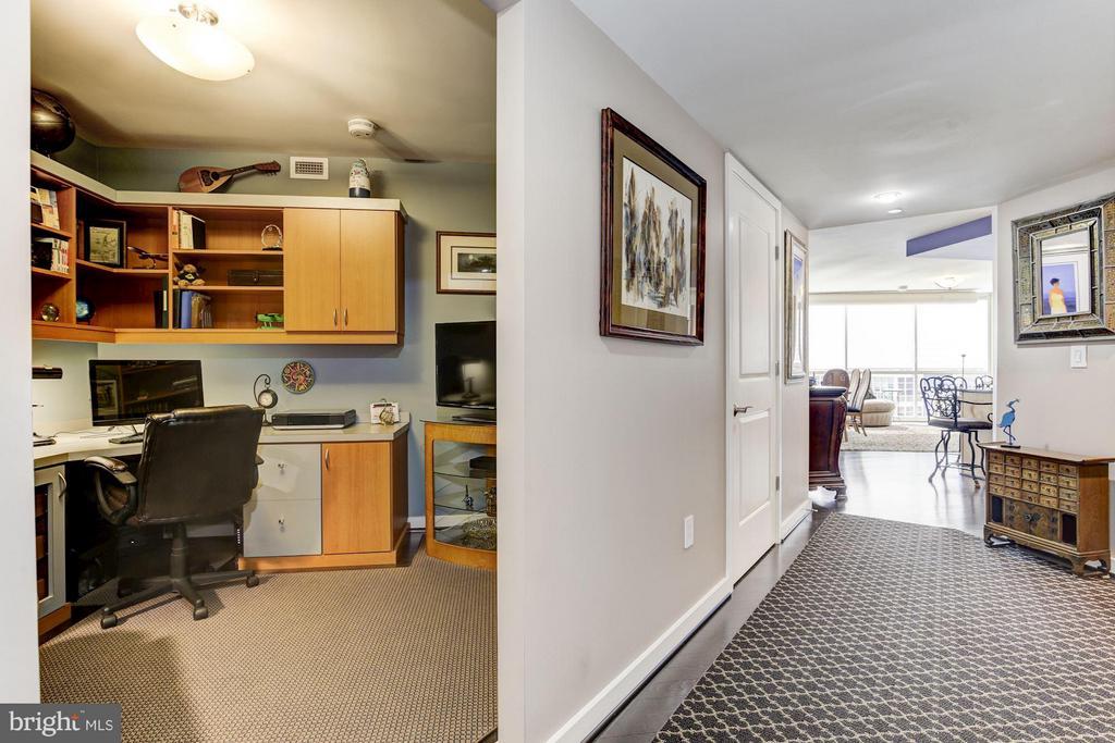 Custom Den left, entry hallway right - 1025 1ST ST SE #613, WASHINGTON
