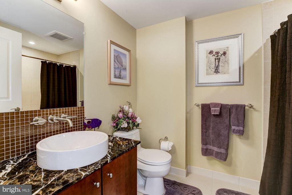 Guest bathroom - 1025 1ST ST SE #613, WASHINGTON