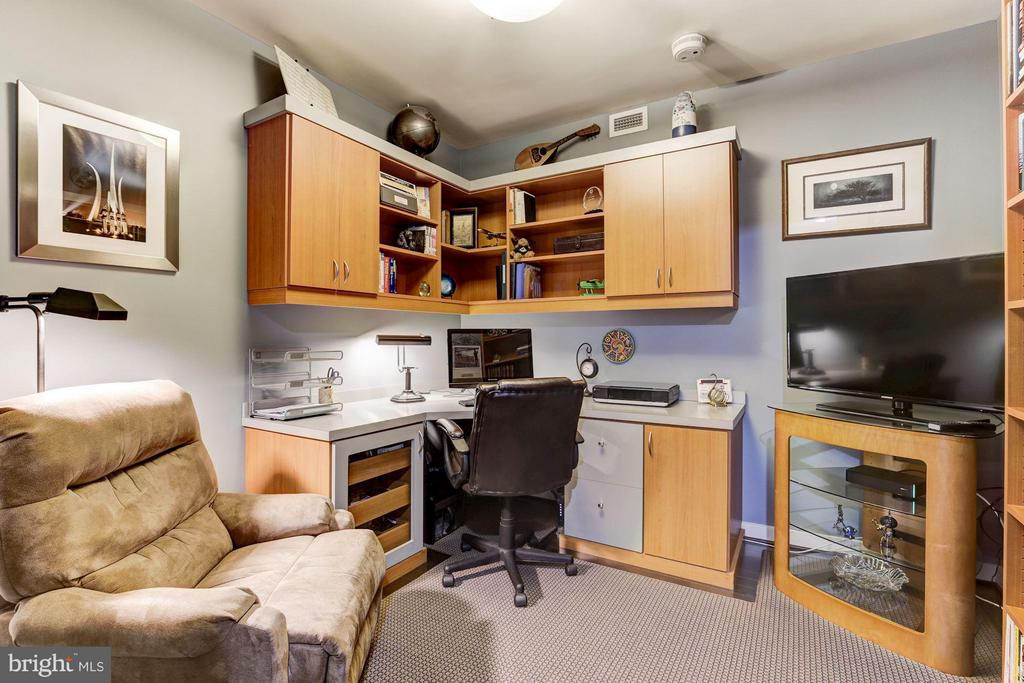 Den with custom built cabinets and shelving. - 1025 1ST ST SE #613, WASHINGTON