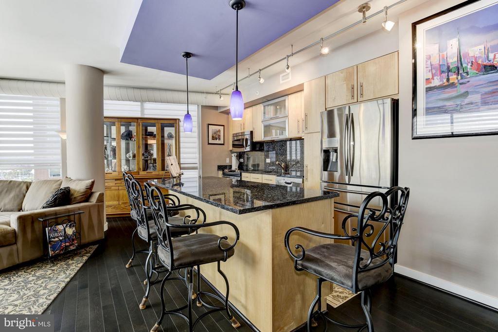Kitchen w/ upgraded Samsung/GE appliances - 1025 1ST ST SE #613, WASHINGTON