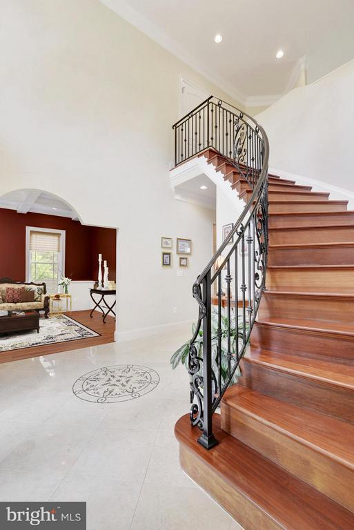 Foyer - 8314 ROBEY AVE, ANNANDALE