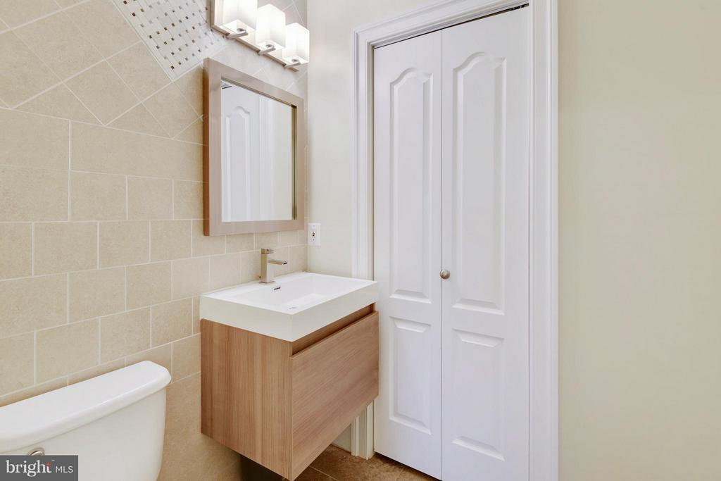 LL Half Bath - 8314 ROBEY AVE, ANNANDALE