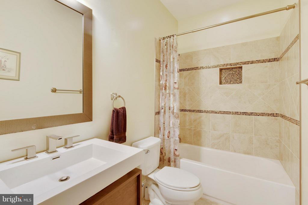 UL Full Bath - 8314 ROBEY AVE, ANNANDALE