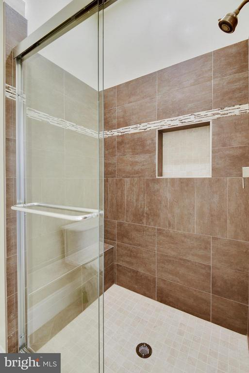 Main Level Full Bath - 8314 ROBEY AVE, ANNANDALE