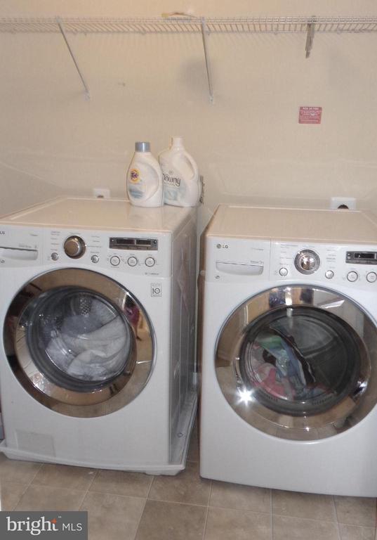 Upper level Laundry room - 21038 ATHENS ST, ASHBURN