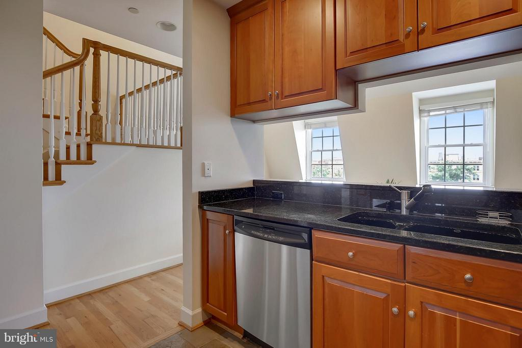 Perfect for Entertaining While Cooking! - 2125 S ST NW #PH1, WASHINGTON