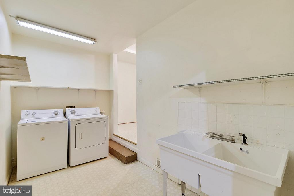 Laundry Area with Utility Sink - 1341 GORDON LN, MCLEAN