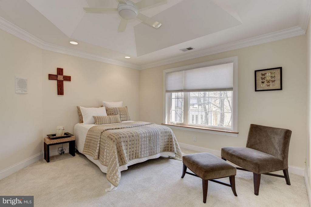 Bedroom - 8142 OLD DOMINION DR, MCLEAN