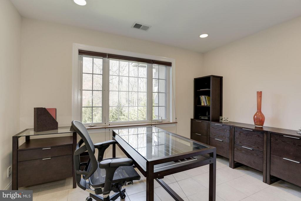 Upper level office  can be used as a bedroom. - 8142 OLD DOMINION DR, MCLEAN