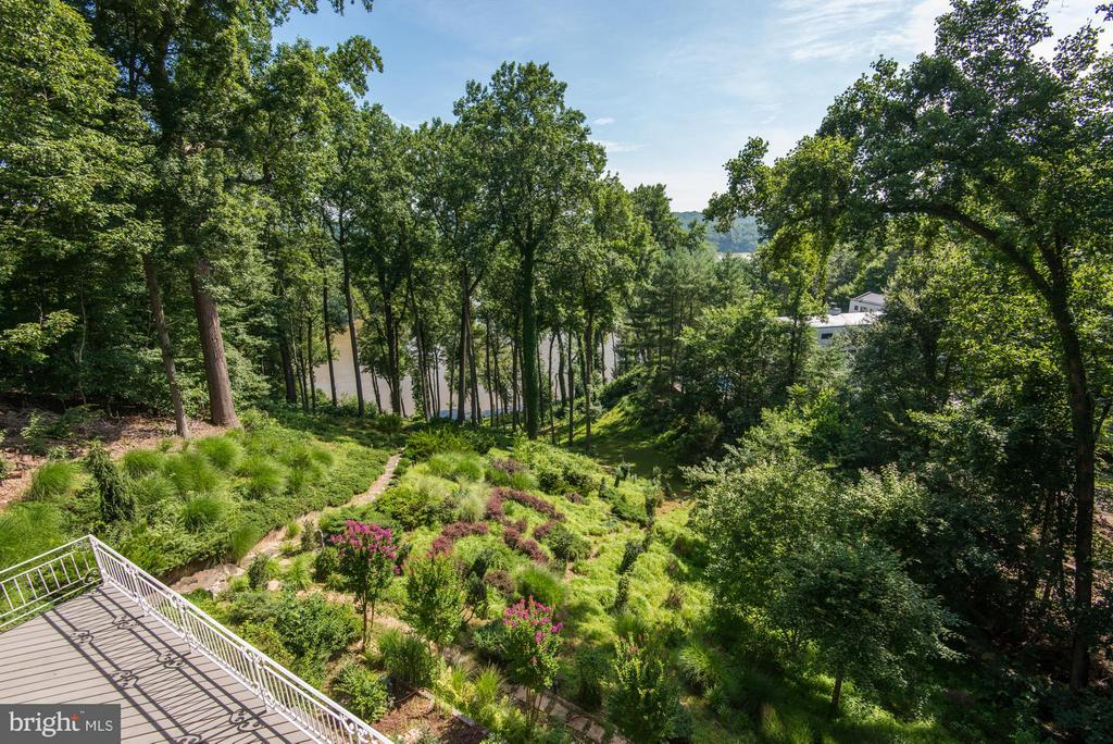 Views High Above the River - 703 POTOMAC KNOLLS DR, MCLEAN