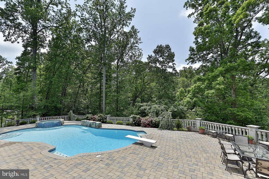 pool - 8701 OLD DOMINION DR, MCLEAN
