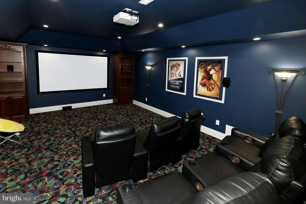 movie theater - 8701 OLD DOMINION DR, MCLEAN
