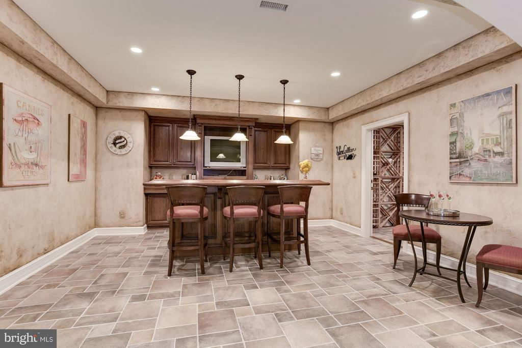 Wet Bar and Club Room - 1179 ORLO DR, MCLEAN