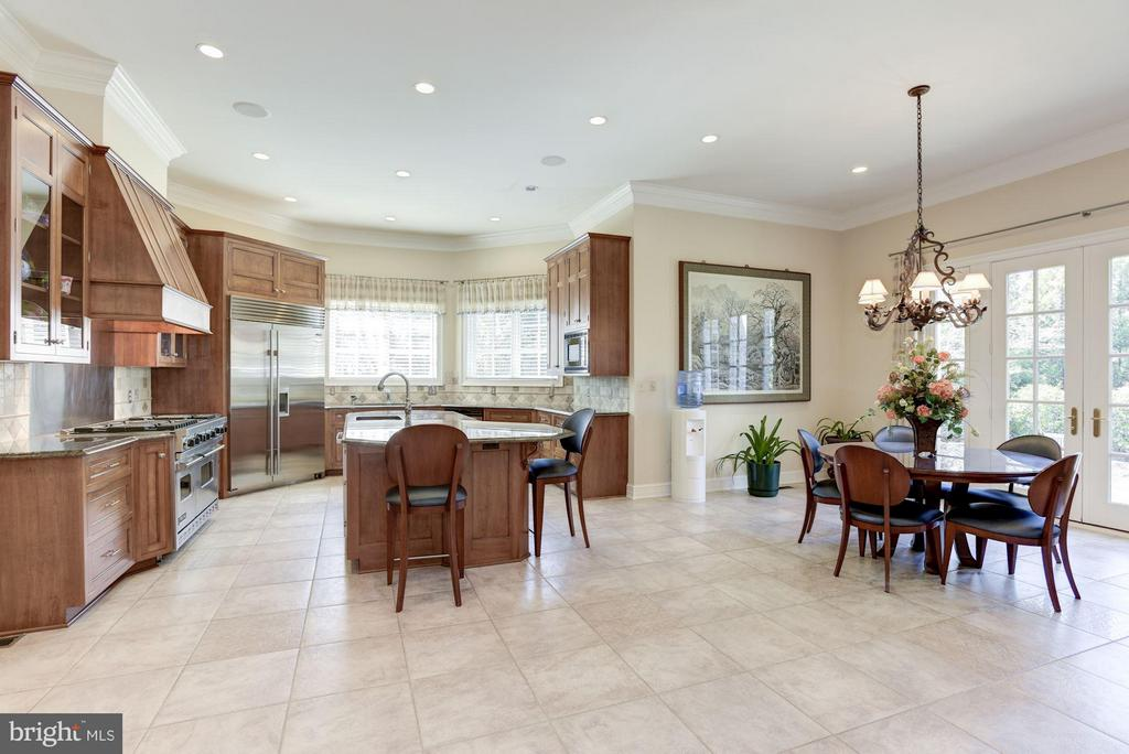 Gourmet Kitchen with Breakfast Salon - 1179 ORLO DR, MCLEAN