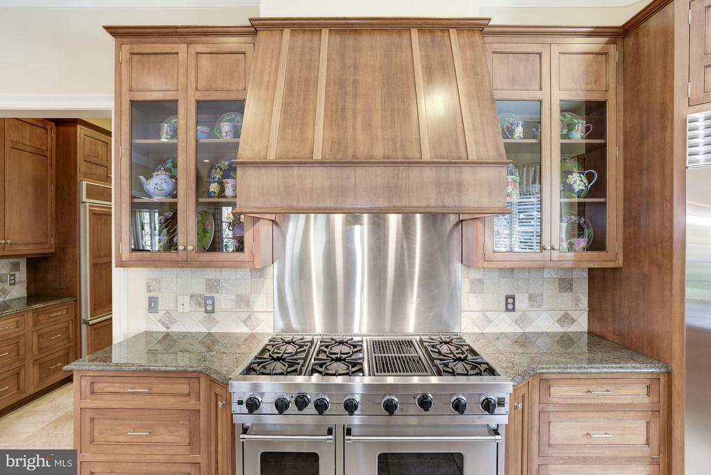 Kitchen with Top Appliances - 1179 ORLO DR, MCLEAN