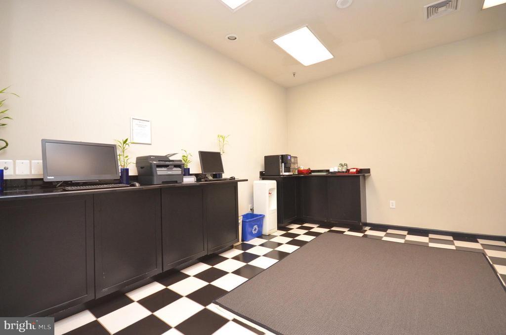 Cyber Cafe - 1001 N RANDOLPH ST #419, ARLINGTON