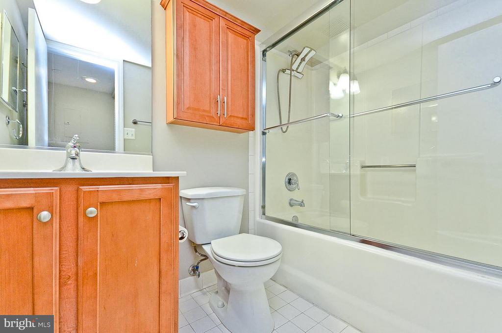 Guest Bath - 1001 N RANDOLPH ST #419, ARLINGTON